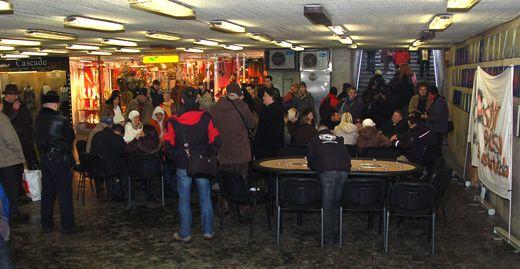 Megnyílt az aluljáró pókerklub avagy demonstráció a pókertörvény ellen! 102