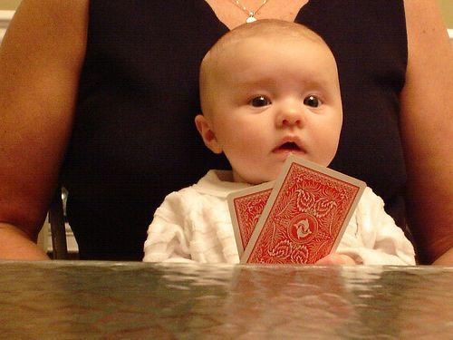 Esta cara denota sorpresa. ¡Suspenso!... a la hora de esconder las reacciones físicas a las situaciones que surgen en la mesa