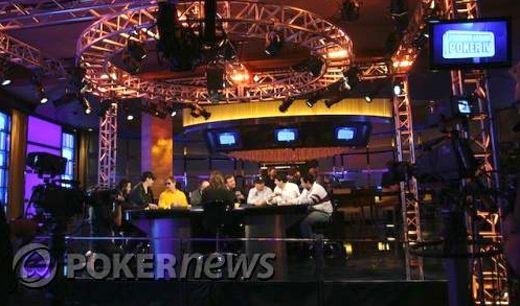Az M Resort pókerterme és az asztal nyolc játékossal