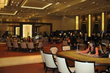 Baccarat, roulette, and other casino games are just a few steps away from the Poker King Club.