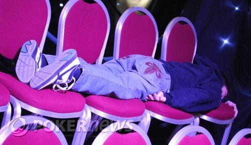Ashton Griffin a dormir durante um intervalo