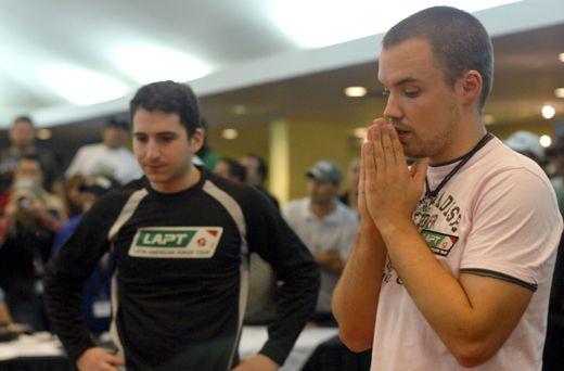 Luigi a 2008-as LAPT San Jose verseny utolsó lapjait várja és drukkol magának