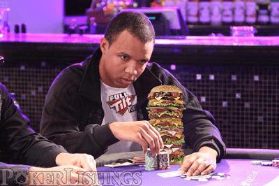 www.pokerlistings.com colgó esta imagen cuando comenzó la apuesta... LOL
