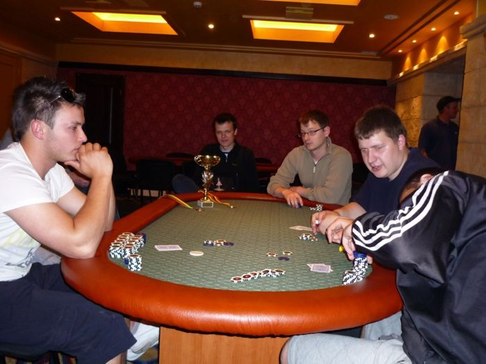 Pirmąjį Pajūrio pokerio klubo draugišką turnyrą laimi - Laurynas Pielikis 104
