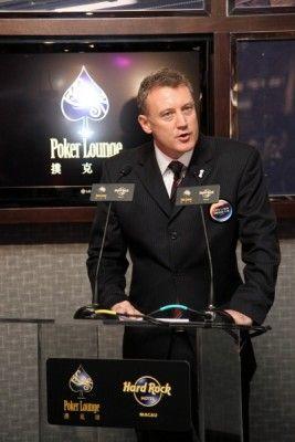 新濠天地的总裁Greg Hawkins先生,发言在Hard Rock扑克坊记者会招待会