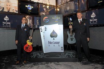 新濠博亚娱乐有限公司的共同主席和首席执行官Lawrence Ho先生和新濠天地的总裁Greg Hawkins先生,都主持在Hard Rock扑克坊记者会招待会