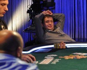 Tony G, trabajando su poker, incansablemente... :)