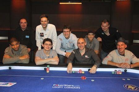 Vamplew, en la foto del PokerStars Blog, dispuesto a merendarse a sus rivales con bacon y patatas