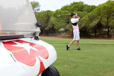 Даниел Негреану играе голф