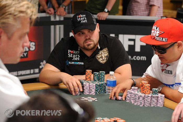 Jason Senti is coming back to the final table with 15 big blinds.