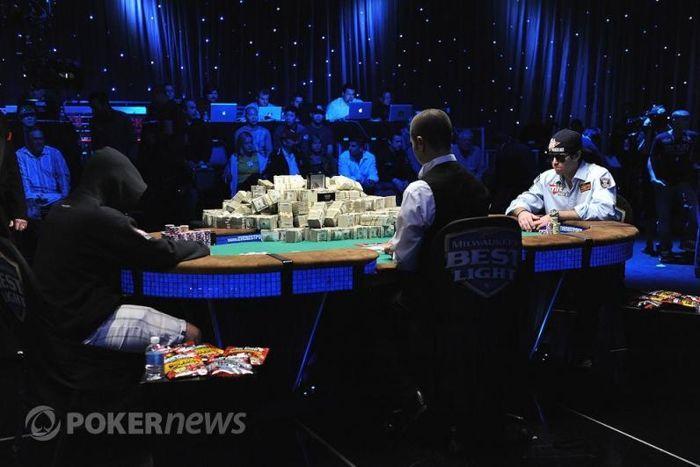Motivační kupu peněz určenou pro vítěze měli celou dobu hráči pod nosem