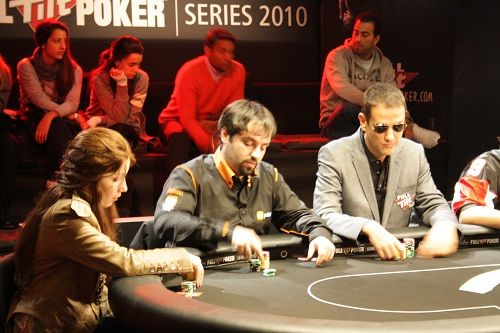 Michael Schuerpf (Suiza), chip leader de la mesa final de las Full Tilt Poker Series 2010 de... 101