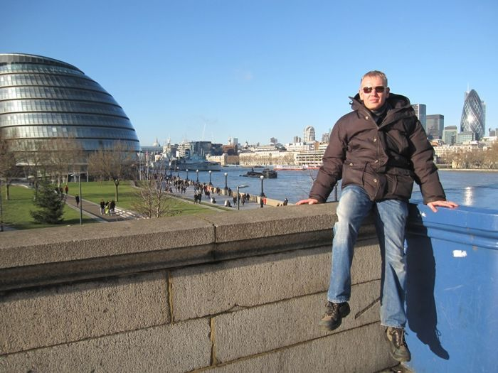 Loo autor Thamesi jõe ääres