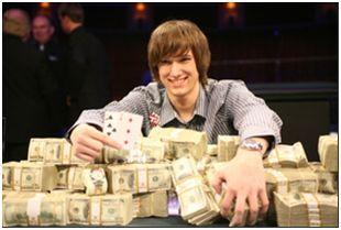 Рэндал Флауэрс в 2010 году выиграл $1,081,803