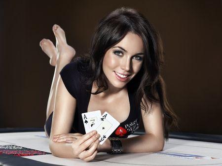 Juega con la ganadora de un EPT, Liv Boeree, en PokerStars