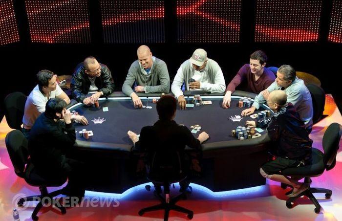 Zleva: Richard Yong, John Juanda, Paul Phua, Patrik Antonius, Phil Ivey, Tom Dwan, Eli Elezra, Wang Qiang
