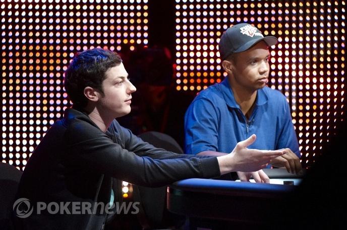 U stolu číslo jedna seděli Ivay a Dwan vedle sebe