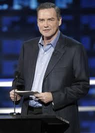 高额扑克室的新主持人是Norm Macdonald。 101