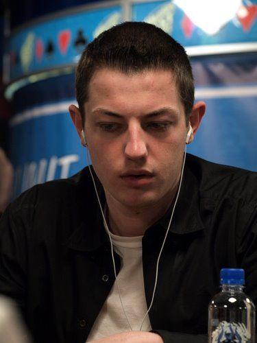 Не совсем серьёзно: не сняться ли игрокам в покер в... 108