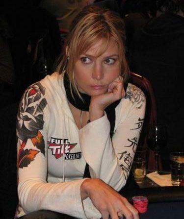 Erica Schoenberg nominovana za najseksipilniju ličnost u Svetu Pokera u 2010. 103