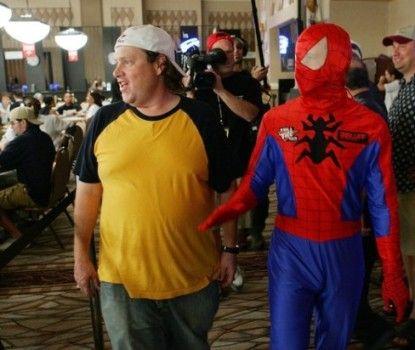 Gavin Smith w towarzystwie Spidermana