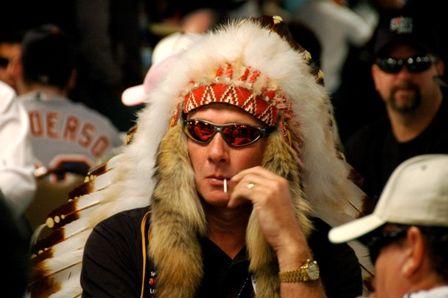 Не совсем серьёзно: костюмы WSOP 102