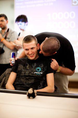 У Владимира есть повод улыбаться, он только что выиграл турнир ЕПТ