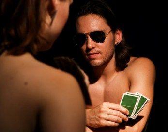Strip pokeris romantiškame pasimatyme? Kodėl gi ne?