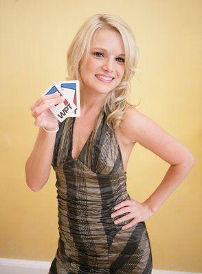 Poker mniej serio: prezenterki programów pokerowych 108