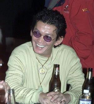 Скотти Нгуен за покерным столом никогда не забывает о пиве