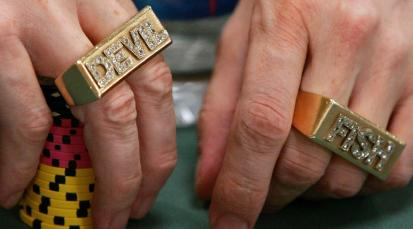 Dave Ulliotą nesunku pažinti ir iš jo brangakmeniais puoštų žiedų su jo pravarde