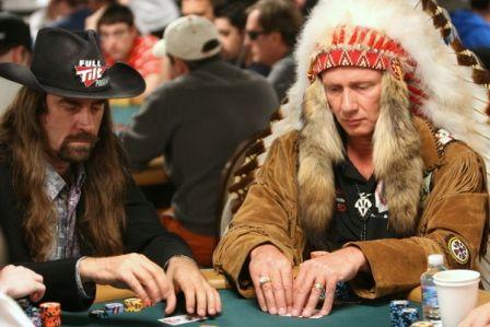 Не зовсім серйозно: костюми WSOP 104