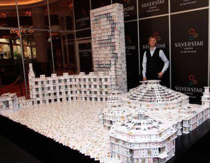 Poker niezbyt serio - budowle z kart B. Berga 101