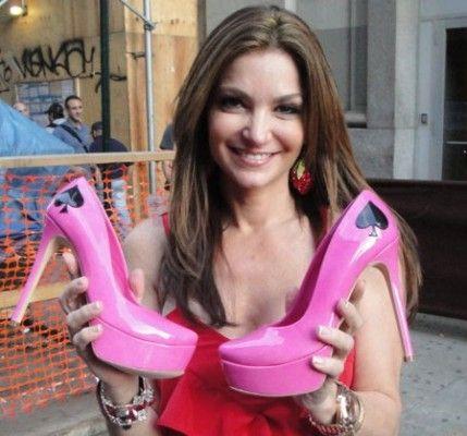 Вот какие туфли на высоком каблуке носит профессиональная покеристка Бет Шак.