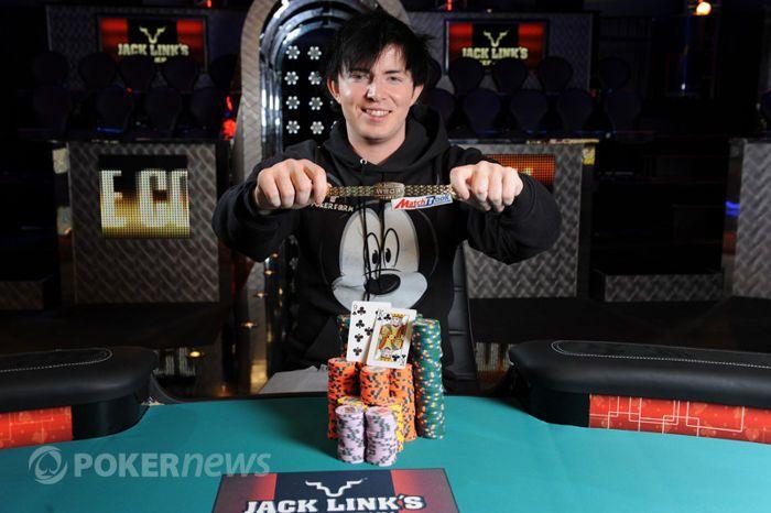 Jake Cody na zijn overwinning die hem $851.192 opleverde.