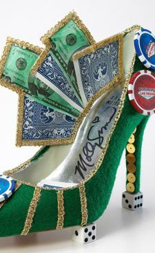 Dizainere Mollija Simsa pokera kurpes iztēlojas šādi. Taču māc šaubas, vai tādās var pastaigāt?