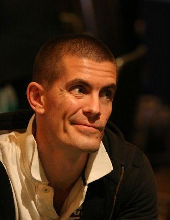 "PokerNews профил: Гус ""The Great Dane"" Хансен 101"