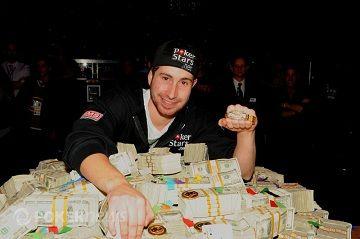 Ganador del Main Event de las World Series of Poker 2010, Jonathan Duhamel.