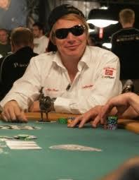 Åge Spetz henger fortsatt med i $1.500 NO-Limit øvelsen