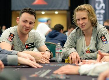 Viktoras su PokerStars Pro komandos draugu J.P. Kelly
