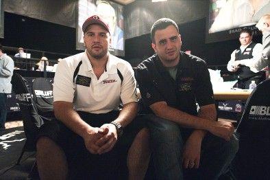 Mizrachi vyrukai tapo pirmaisiais broliais, sėdusiais prie vieno WSOP turnyro stalo