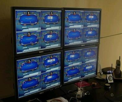 SuperNova Elite paprastai daug valandų kasdien žaidžia prie daug stalų