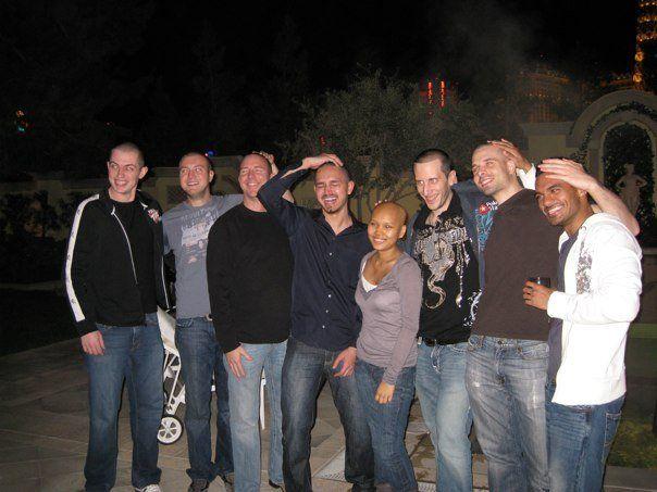 Společná fotka oholených profíků. Zdroj fotky: PokerRoad.com