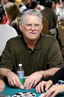 71-erių pokerio legenda T.J. Cloutier
