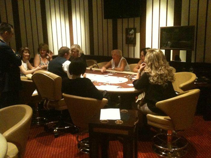 Το Regency Casino Thessaloniki μαθαίνει πόκερ στις γυναίκες... 103