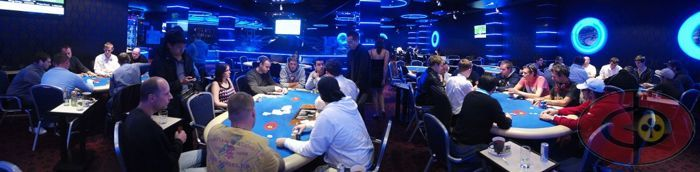 Pohled na poslední stoly Main Eventu (Tomáš Stacha, Poker-Photo.eu)