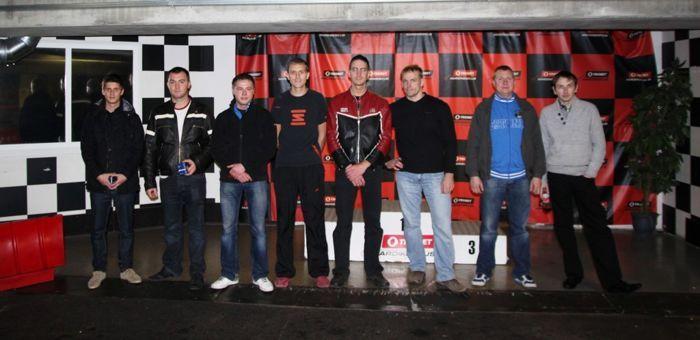 B-finalistid stardijärjekorras vasakult paremale