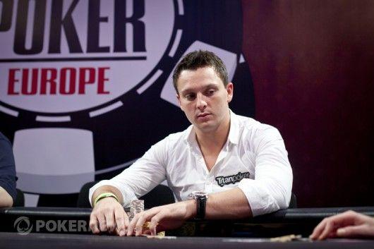 Samas Trickettas stebi oponentą WSOP Europoje