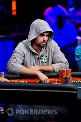 Davidas Sandsas susikoncentravęs vėlyvoje WSOP pagrindinio turnyro fazėje