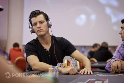 Mattas Waxmanas stengiasi geriau apžiūrėti oponentą WSOP Europoje metu